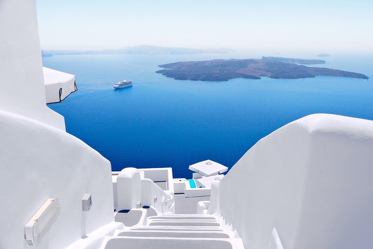 Beautiful-View-of-Sea-in-Santorini-Greece