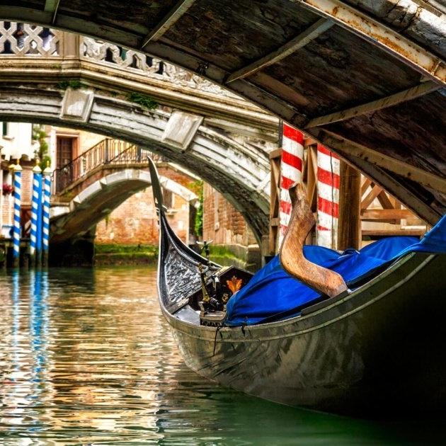 Gondola-in-Venice-Italy-1024x630-183926-edited