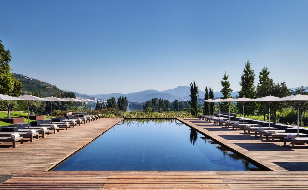 luxury pool douro valley